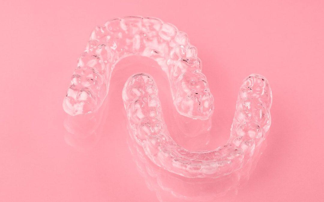 Cómo evitar que se muevan los dientes tras la ortodoncia